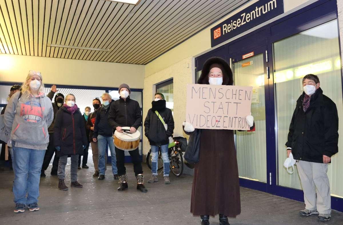 Bürger fordern, dass die Deutsche Bahn ihre Entscheidung rückgängig macht. Foto: G.  Friedel