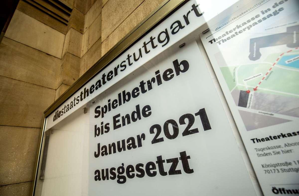 Und nochmal ein Monat: altes Plakat am Stuttgarter Opernhaus Foto: Lichtgut/Leif Piechowski