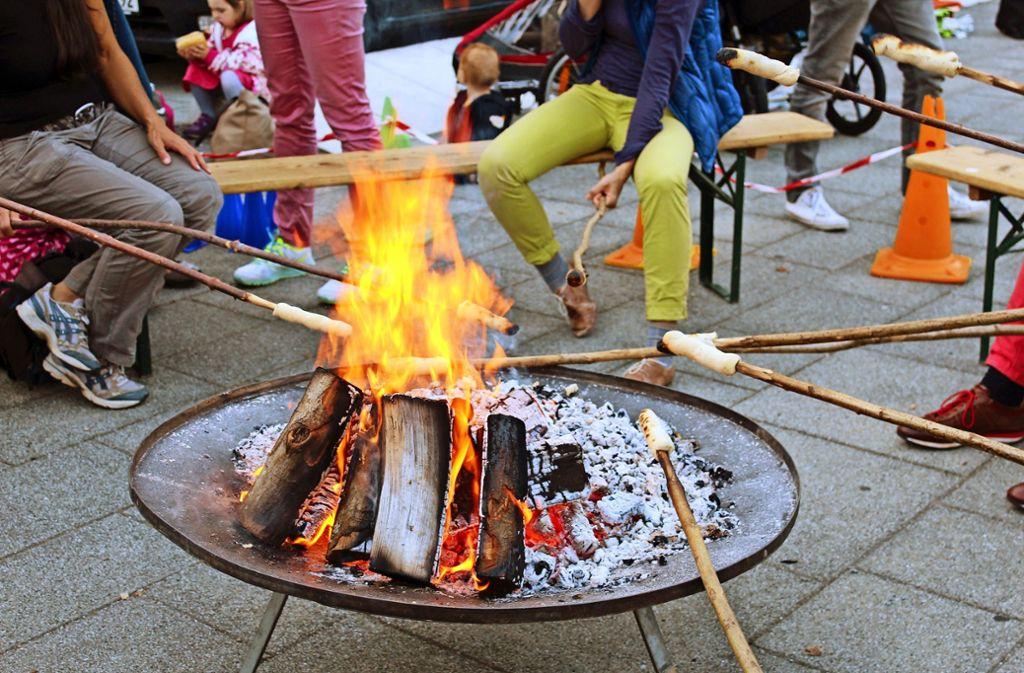 Stockbrote wird das Jugendhaus auch beim diesjährigen Südfeuer brutzeln. Foto: Tatjana Eberhardt