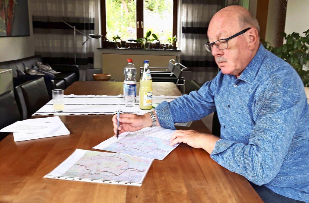 Axel Alt hat einen Plan für eine Busroute zum Killesberg ausgetüftelt. Foto: /Eva Funke