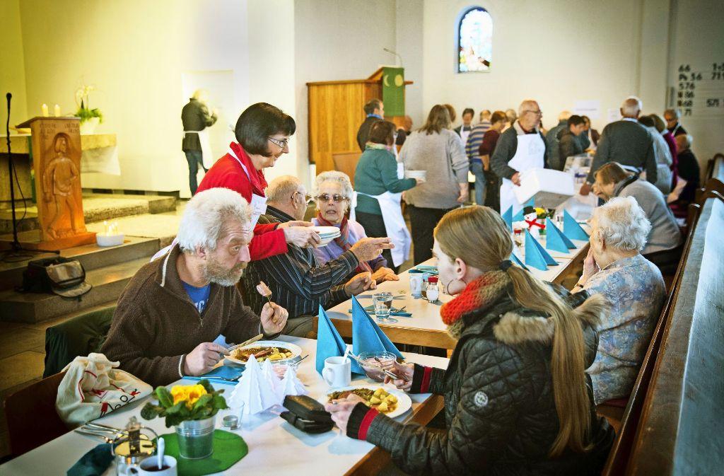 Einen regen Austasuch beim Mittagessen gibt es auch in der Geislinger Pauluskirche. Foto: Horst Rudel