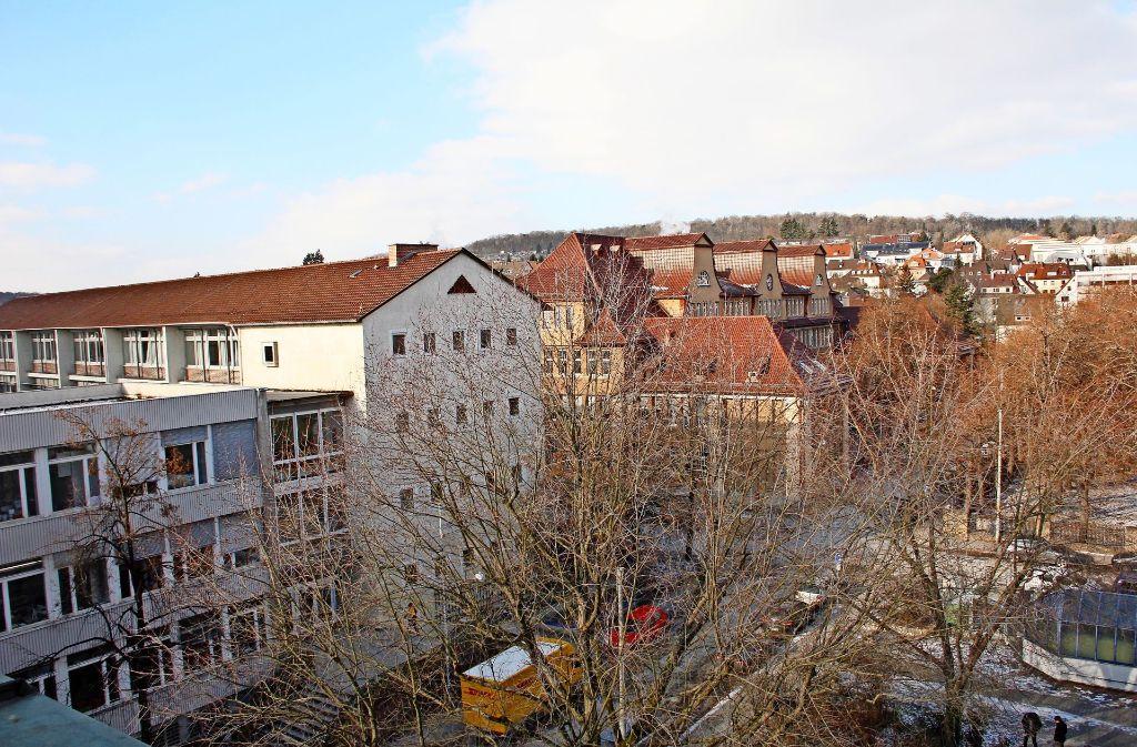 Neues Gymnasium (links) und das Leibniz-Gymnasium sollen zu einem Schulcampus mit einem sechszügigen Gymnasium  zusammengelegt werden. Foto: Georg Friedel