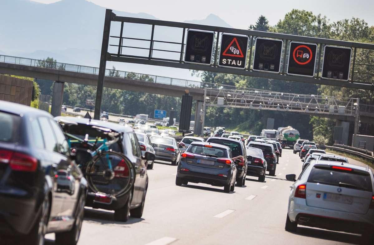 Der Verkehr staute sich in beide Richtungen auf etwa zehn Kilometern Foto: Eibner