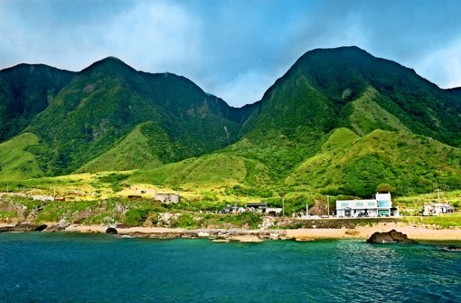 Seit den achtziger Jahren fordern die sogenannten Paiwan ihre Rechte ein. Auch auf  Lanyu,  der Orchideeninsel (Bild oben),  darf  der Staat nicht mehr einfach Grundstücke beschlagnahmen. Foto: Fotos: Mauritius