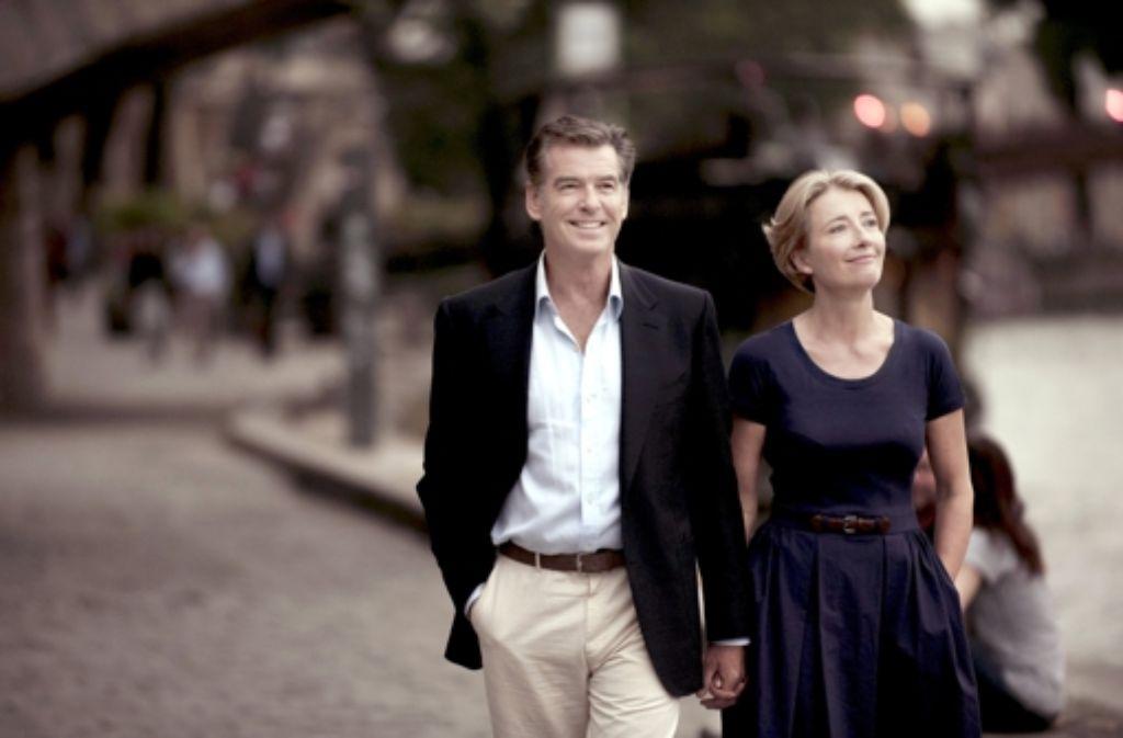 """Schönes Paar, aber nur im Kino: Pierce Brosnan und Emma Thompson in dem Film """"Wie in alten Zeiten"""", der am Donnerstag gestartet ist. Foto: dpa"""