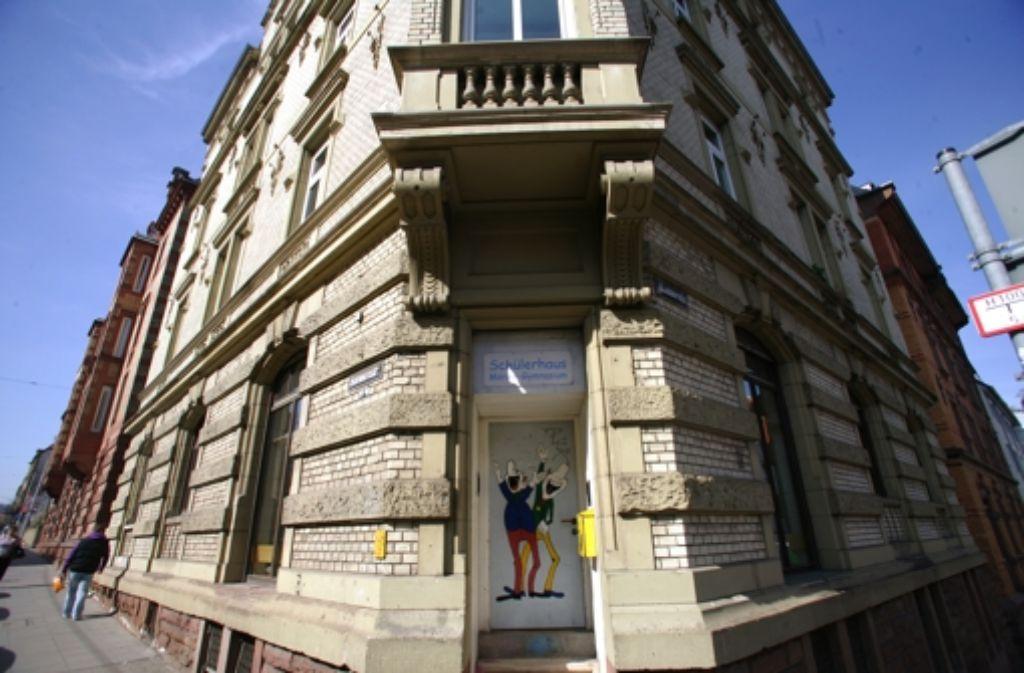 Lustiges Entree: das  Schülerhaus des Mörikegymnasiums. Foto: Achim Zweygarth