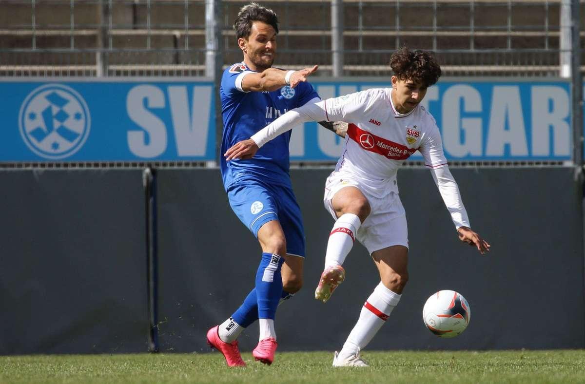 Markus Obernosterer (links) erzielte vom Punkt den Ausgleich für die Stuttgarter Kickers. Foto: Pressefoto Baumann