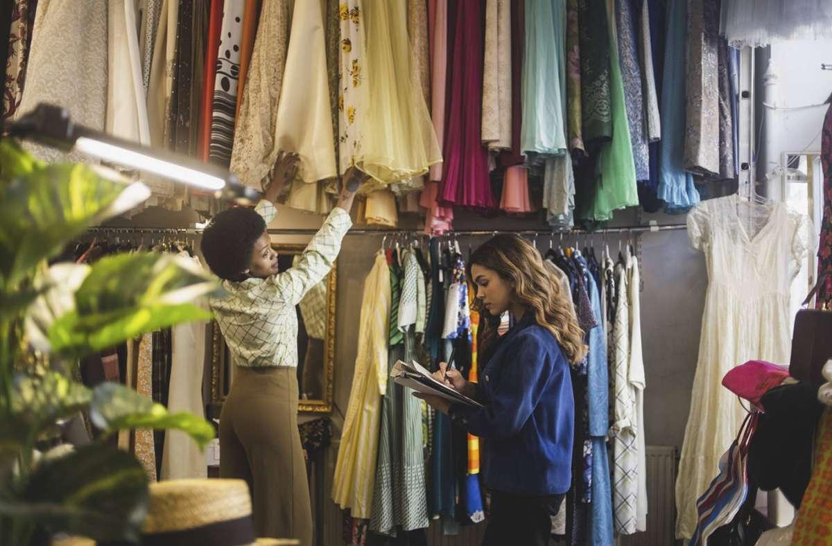 Man muss nicht immer kaufen. Start-ups bieten jetzt auch Mode zum Leasen an. Foto: imago//Maskot