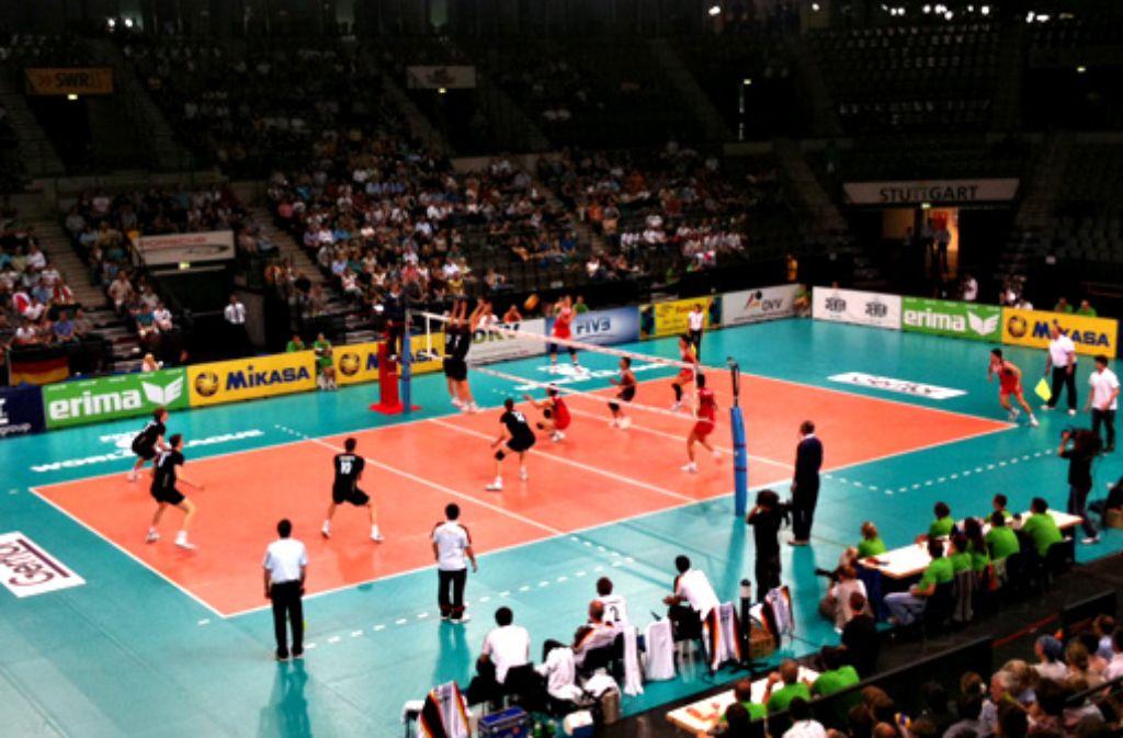 In der Stuttgarter Porsche-Arena konnte die deutsche Volleyball-Nationalmannschaft das Weltligaspiel gegen Japan mit 3:1 gewinnen. Foto: Henrik Lerch