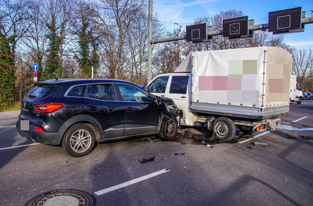 Auf der Gaisburger Brücke in Richtung Bad-Cannstatt ist es bei einem Spurwechsel zu einem Unfall gekommen. Foto: 7aktuell.de/Andreas Werner