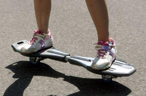 Skateboard-Fahrer bespuckt Helfer