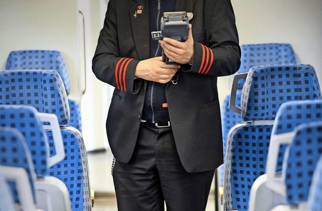 Meist ist Ärger programmiert, wenn   der  durch einen falschen Klick verursachte Buchungsfehler  erst bei einer Kontrolle während der Zugfahrt deutlich wird. Foto: dpa