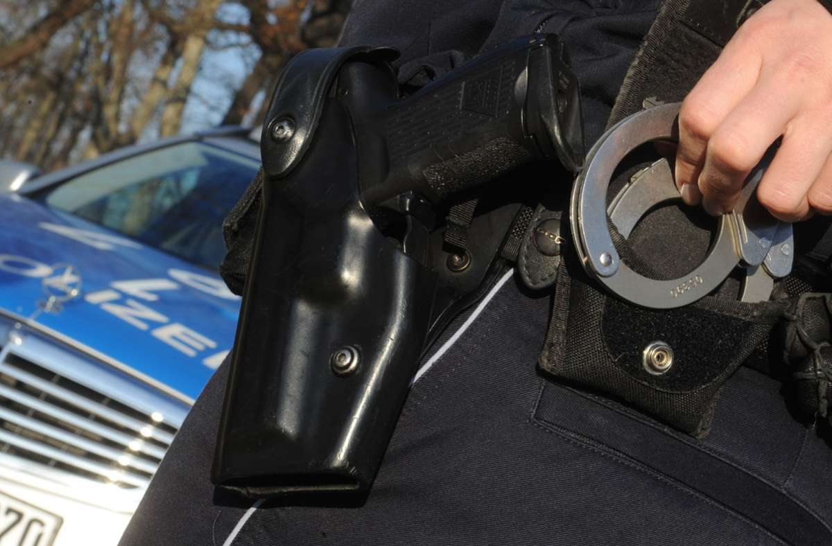Die Polizei hat knapp vier Wochen nach der Sprengung eines Fahrkartenautomats in Wernau zwei junge Männer festgenommen (Symbolbild). Foto: dpa/Franziska Kraufmann