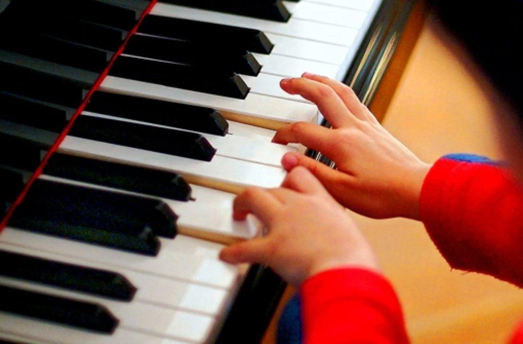 Wenn Eltern ein Instrument spielen, tun das oft auch die Kinder. Foto: dpa, Stoppel