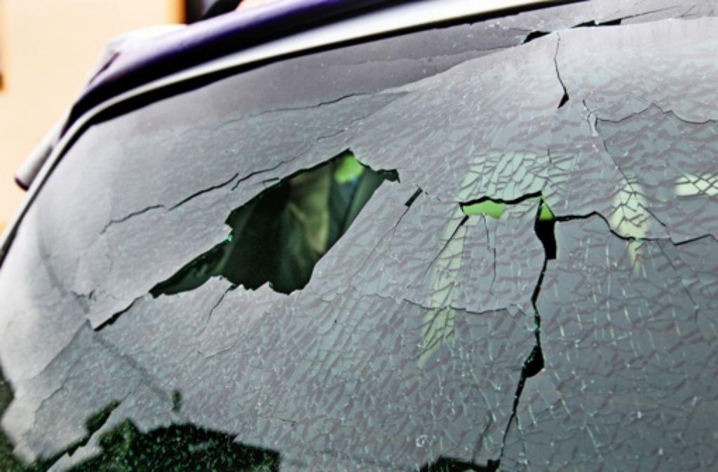 So oder ähnlich sahen  im Neuffener Tal rund 100 Autos aus, nachdem sie der Angeklagte und sein Mittäter beschossen hatten. Foto: Ines Rudel/Archiv