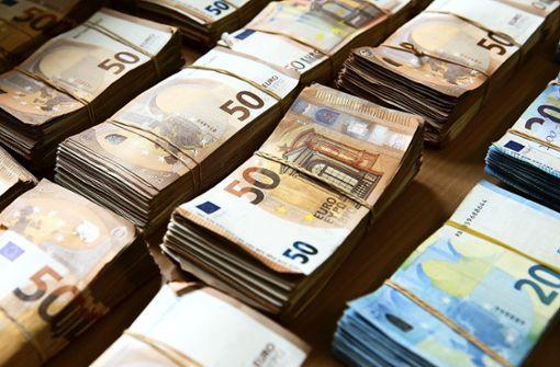 Einnahmen gehen runter – Ausgaben rauf