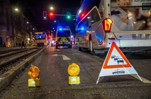 Frau von Stadtbahn erfasst  und schwer verletzt