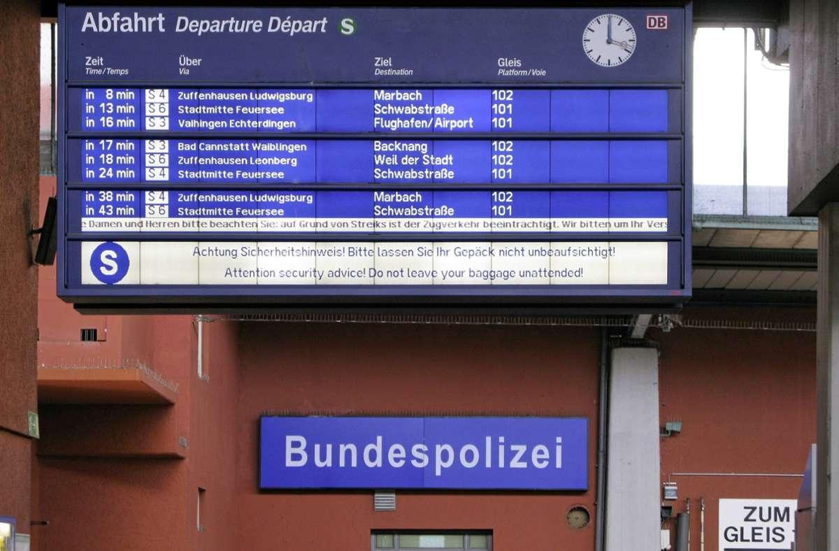 Die alarmierte Polizei konnten den Tatverdächtigen später am Bahnsteig festnehmen (Symbolbild). Foto: imago stock&people/imago stock&people