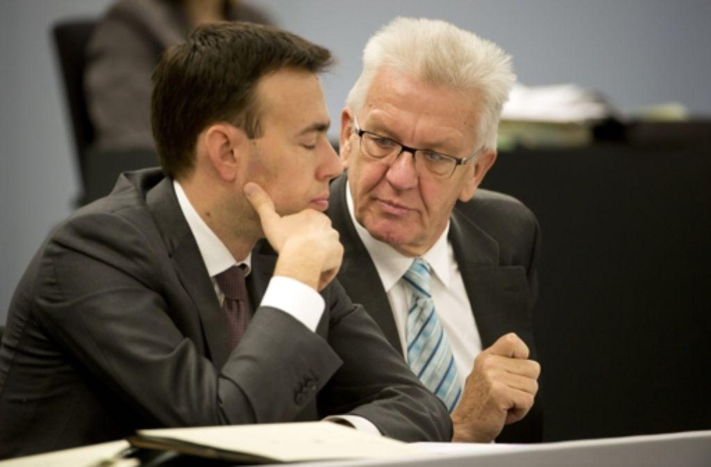 Finanzminister Nils Schmid (SPD, links) und Ministerpräsident Winfried Kretschmann (Grüne) Foto: dpa