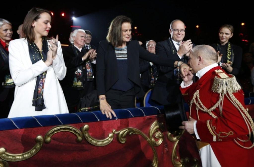 Die monegassische Fürstenfamilie (von links): Pauline Ducruet, Prinzessin Stéphanie, Fürst Albert und Fürstin Charlène. Foto: dpa