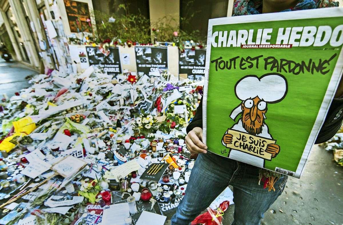 Eine improvisierte Gedenkstätte in Paris nach dem Anschlag auf die Satirezeitung Charlie Hebdo im Januar 2015. Foto: dpa/Ian Langsdon