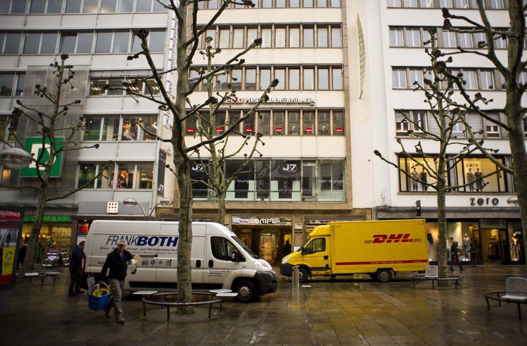 Lieferwagen in Stuttgart: Der Lieferverkehr soll auch künftig an Tagen mit Feinstaubalarm freie Fahrt haben. Foto: Lichtgut/Max Kovalenko