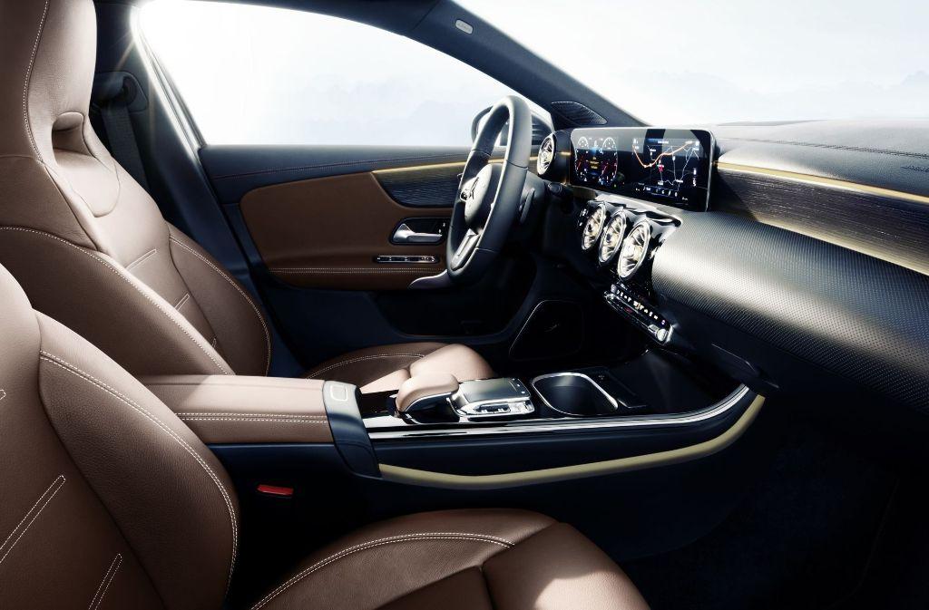 Für die Ambientebeleuchtung stehen jetzt 64 Farben zur Auswahl. Foto: Daimler AG