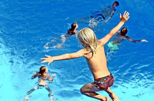 Streit um Schwimmbad schlägt Wellen im Bezirksbeirat