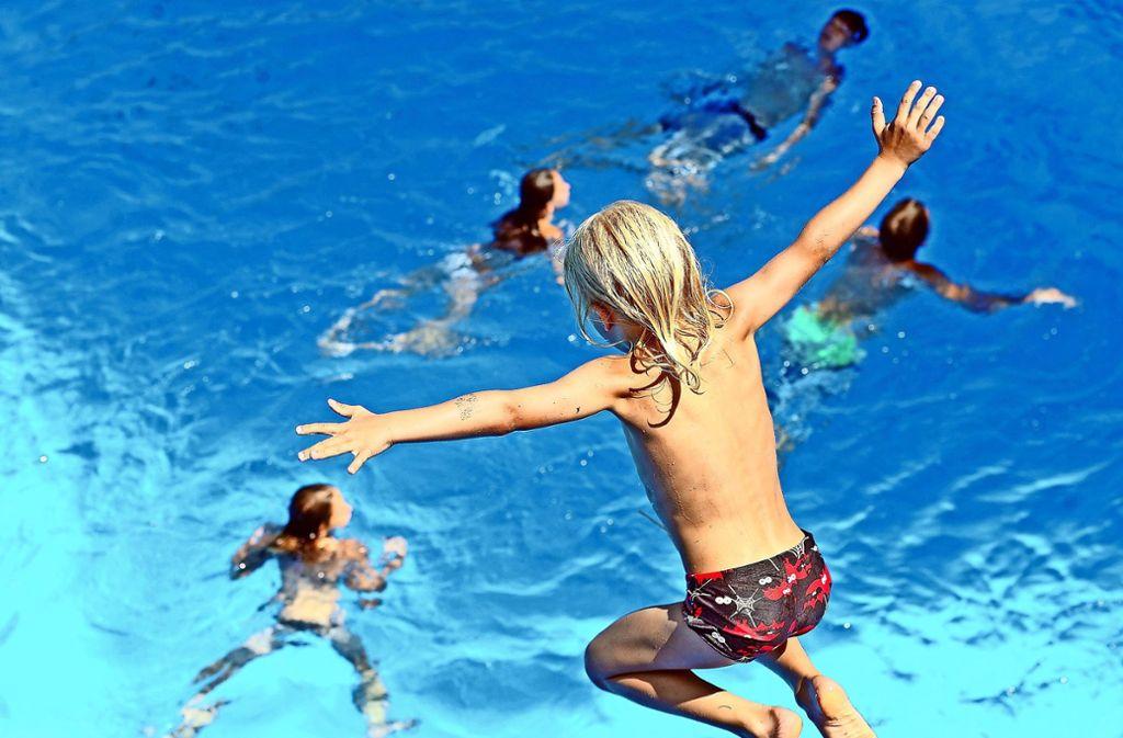 Die Weilimdorfer Kommunalpolitiker fordern, ein Schwimmbad im Stadtbezirk zu bauen. Die Stadt soll nun eine Machbarkeitsstudie für das Projekt erarbeiten. Foto: dpa