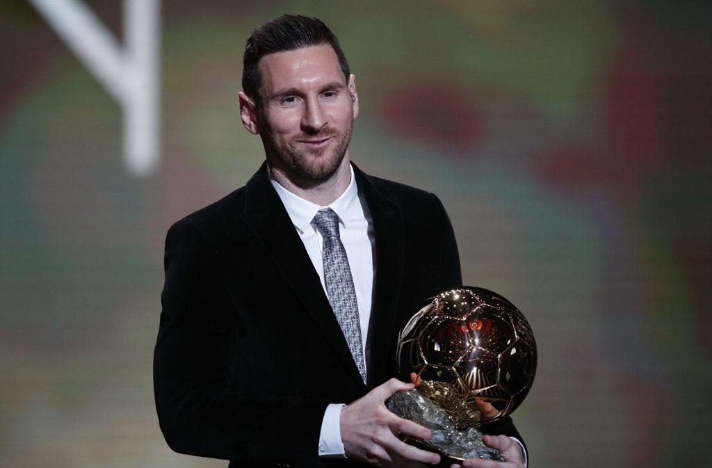 Lionel Messi wurde in Paris mit dem Ballon d'Or ausgezeichnet. Foto: AP/Francois Mori