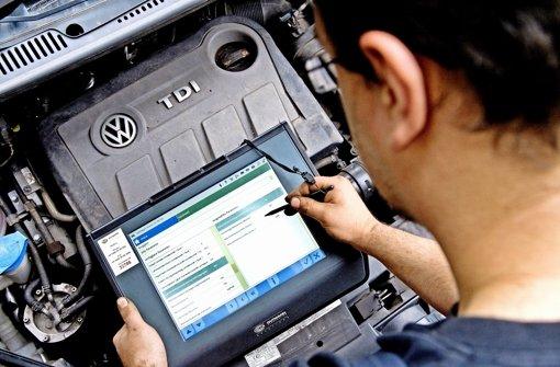 Messungen an einem VW-Motor: mit der Abgas-Affäre sollte sich schon im Herbst ein Ausschuss des Bundestags befassen. Foto: dpa