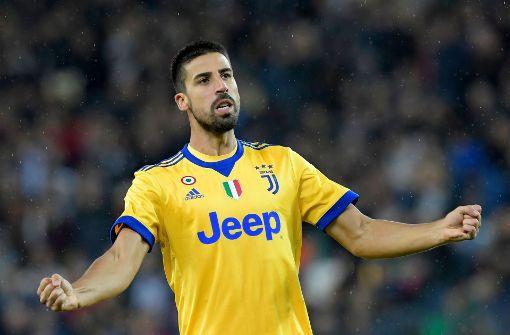 Sami Khedira sichert sich den Spielball