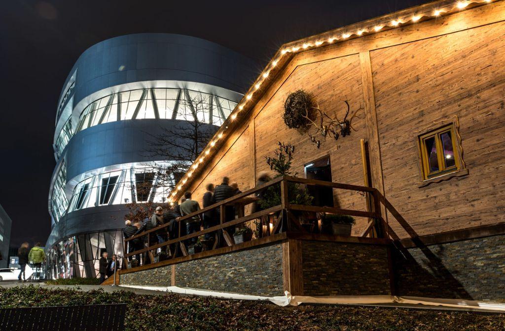 Die Cannstatter Hütte steht gleich neben dem Mercedes-Benz-Museum. Foto: Daimler AG