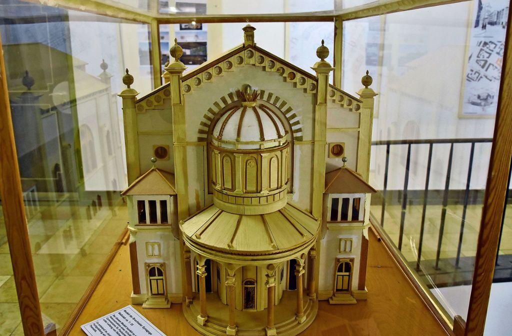 Ein imposanter Bau: Das Modell der alten Synagoge, das Bruchsaler Schüler im Jahr 2000 gebaut haben. Foto: Stefan Jehle