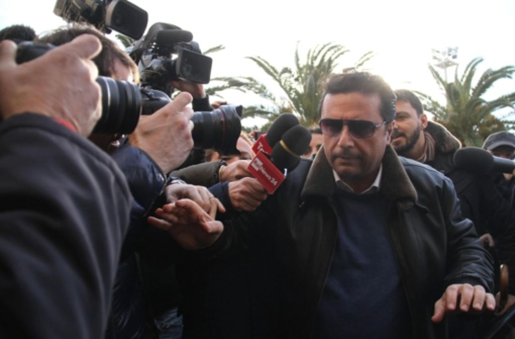 Francesco Schettino steht nun vor Gericht.  Foto: dpa