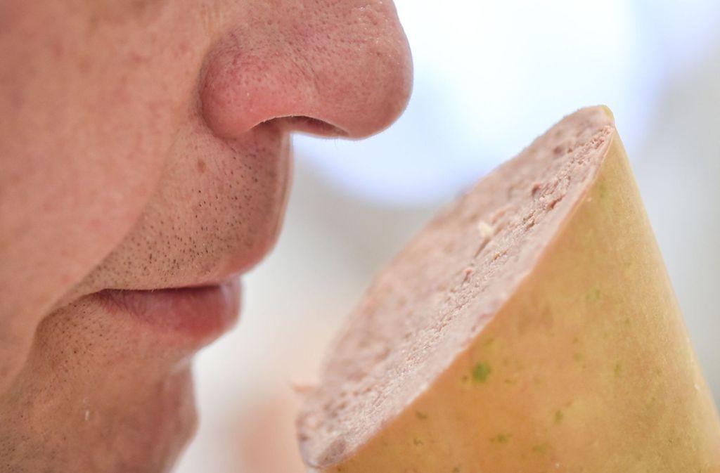 Statt auf fleischliche Zutaten setzen vegane Produkte auf pflanzliche Inhaltsstoffe. Foto: dpa/Uwe Anspach
