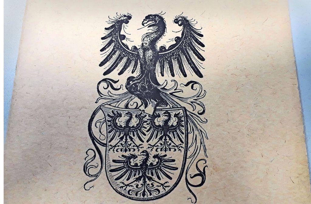 Auf dem Grabmal in der Deufringer Dorfkirche  ist noch das Familienwappen derer von Gültlingen zu sehen. Foto: privat
