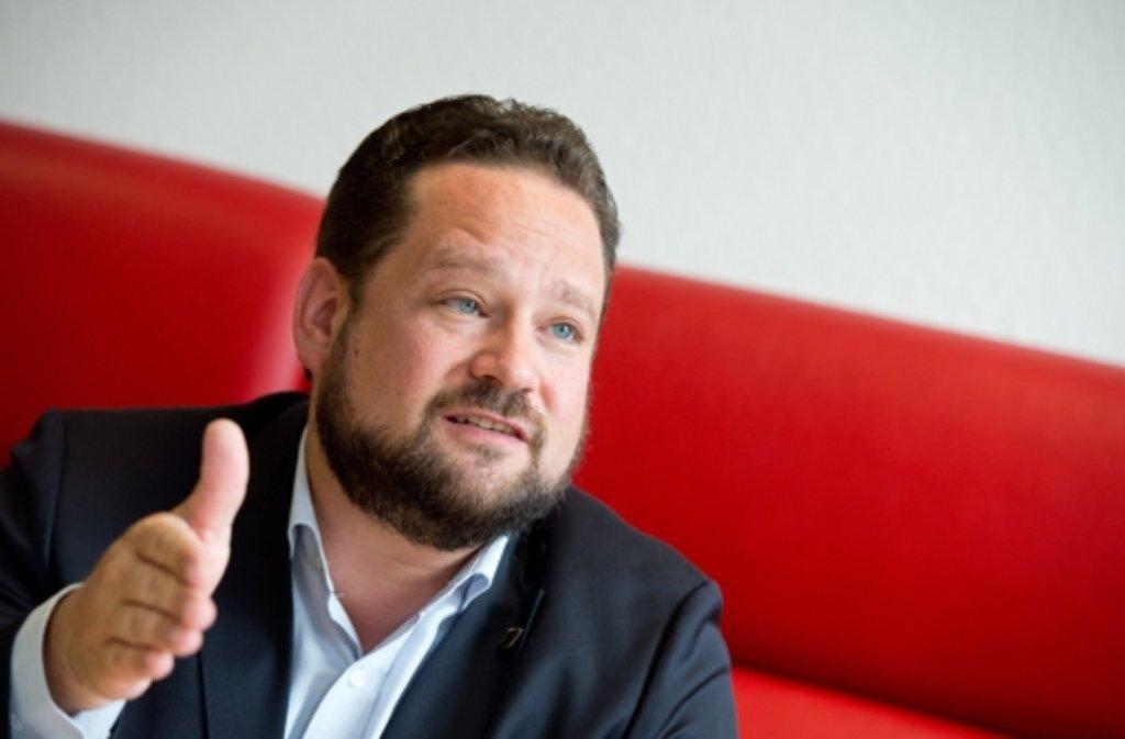 Alexander Bonde will etwas gegen die sinkenden Milchpreise tun. Foto: dpa
