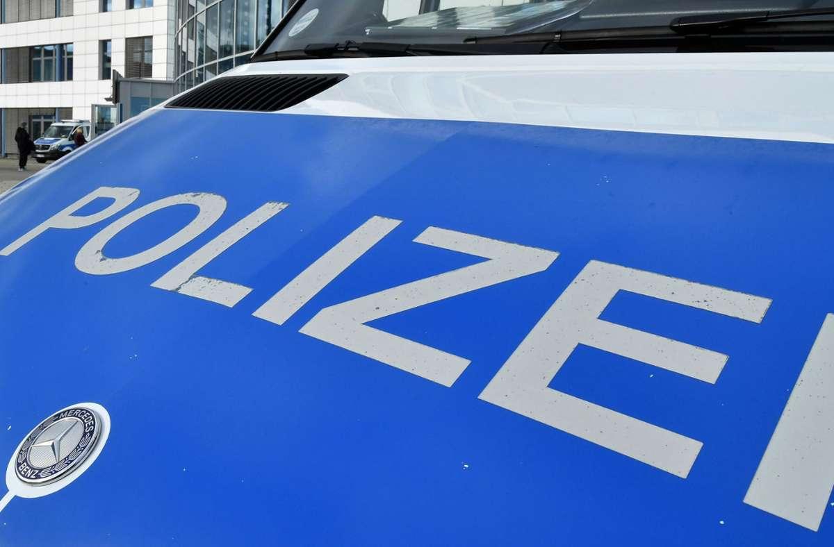 Die Polizei sucht Zeugen nach einem Unfall mit Fahrerflucht in Stuttgart-Süd (Symbolfoto). Foto: dpa/Martin Schutt