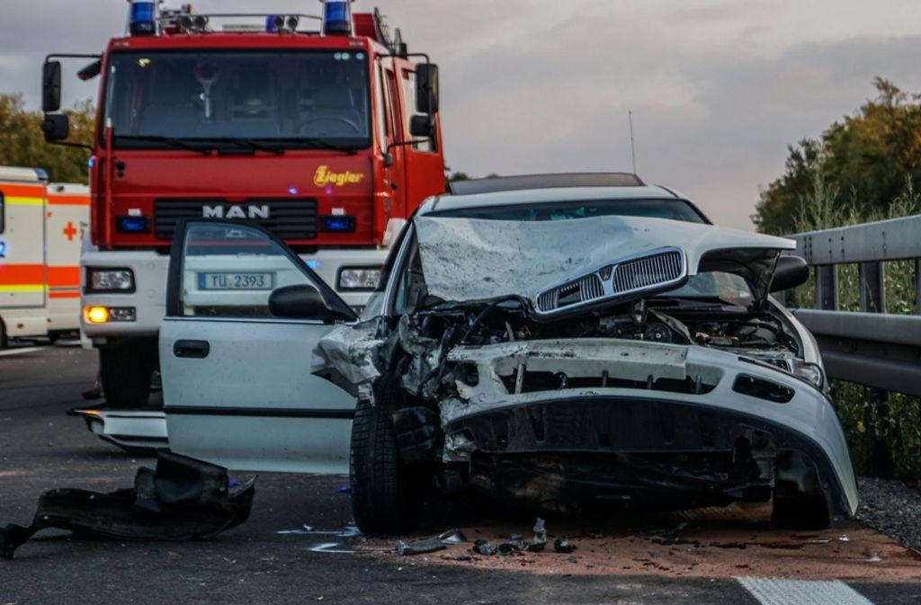 Insgesamt drei Fahrzeuge waren an dem Unfall beteiligt. Foto: SDMG
