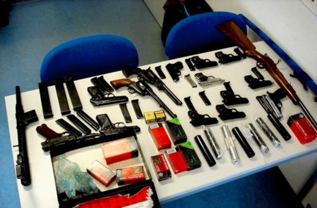 Die sichergestellten Waffen Foto: Zollfahndungsamt Stuttgart