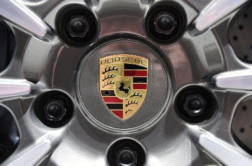 Unbekannte brechen Porsche auf