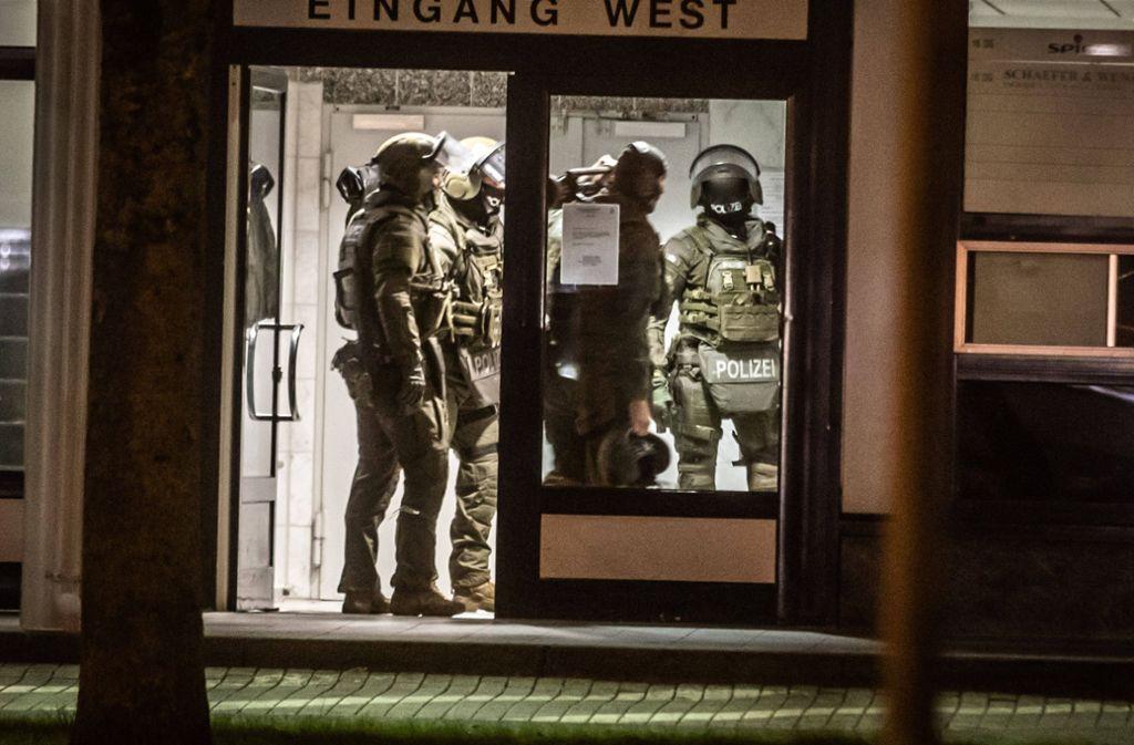 SEK-Kräfte waren in der Nacht zum Mittwoch in Stuttgart-Möhringen im Einsatz. Foto: 7aktuell.de/Simon Adomat