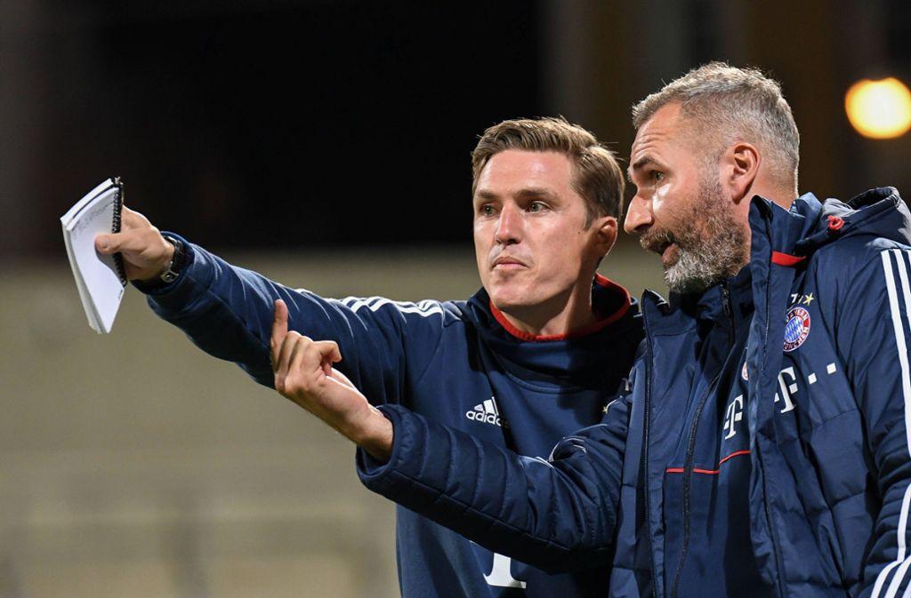 Der VfB-Trainer Tim Walter blickt auf die nächste die Aufgabe ...