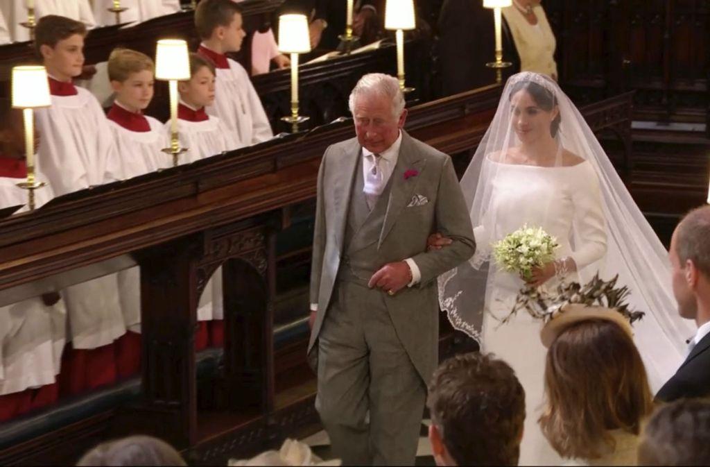 Eigentlich hätte Meghan Markles Vater Thomas seine Tochter bei der Hochzeit mit Prinz Harry im Mai 2018 zum Altar führen sollen. Da er nicht erschien, übernahm ihr Schwiegervater Prinz Charles den Job. Foto: dpa