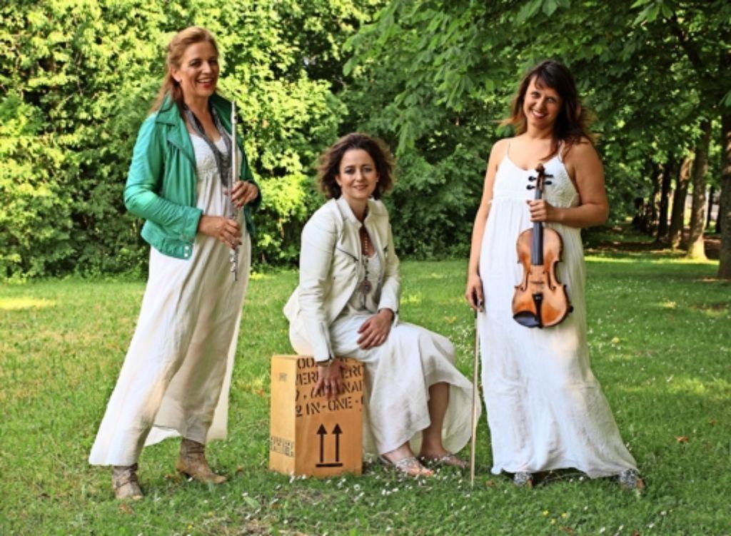 """Birgit Pläcking, Antonia Bott und Zorana Memedovic (v.l.) aus dem Stuttgarter Süden sind seit drei Jahren  """"Vocal Deluxe"""". Foto: privat"""