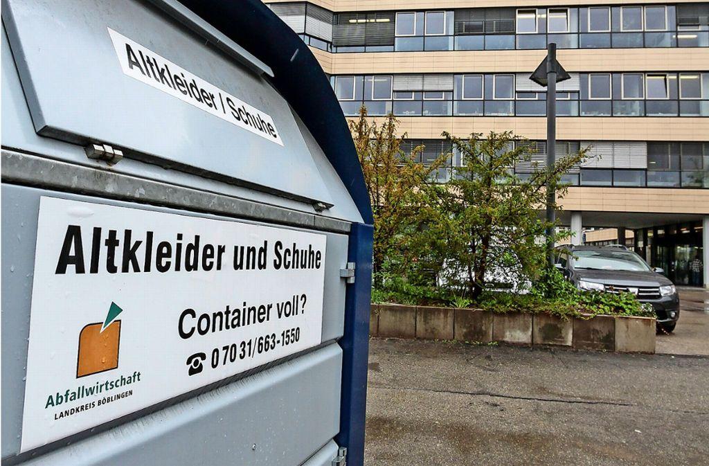 Das Landratsamt lässt vom Abfallwirtschaftsbetrieb Altkleider sammeln. Foto: factum/Bach