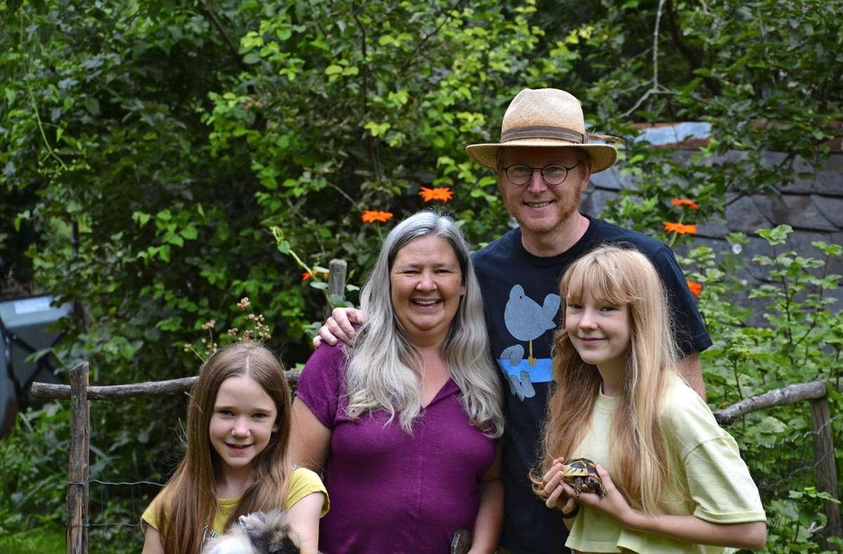Die Familie Möhring liebt ihren Garten und kann sich nicht vorstellen, anderswo zu leben. Foto: Heidi Knobloch