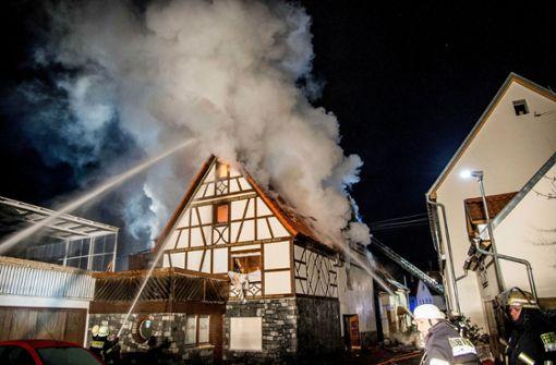 Fachwerkhaus brennt - fünf Verletzte