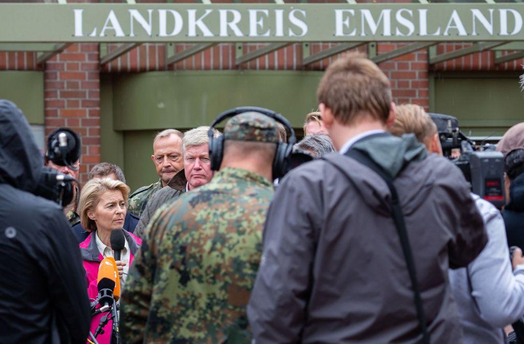 Das war im September: Verteidigungsministerin Ursula von der Leyen entschuldigt sich bei der Bevölkerung. Foto: dpa